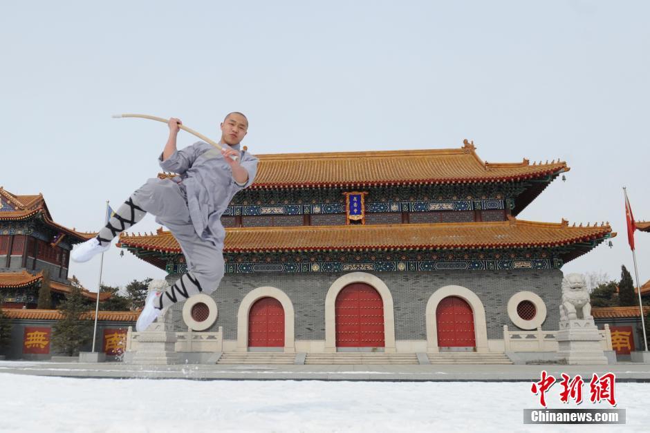 Ảnh đẹp: Võ tăng TQ khoe tuyệt kỹ kung fu Thiếu Lâm - 7