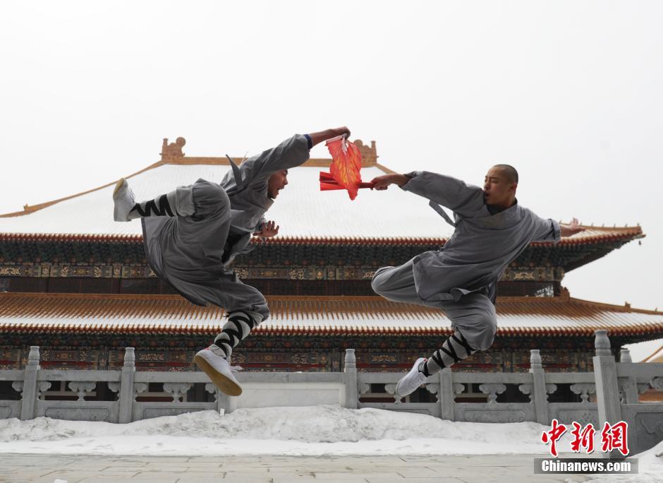 Ảnh đẹp: Võ tăng TQ khoe tuyệt kỹ kung fu Thiếu Lâm - 9