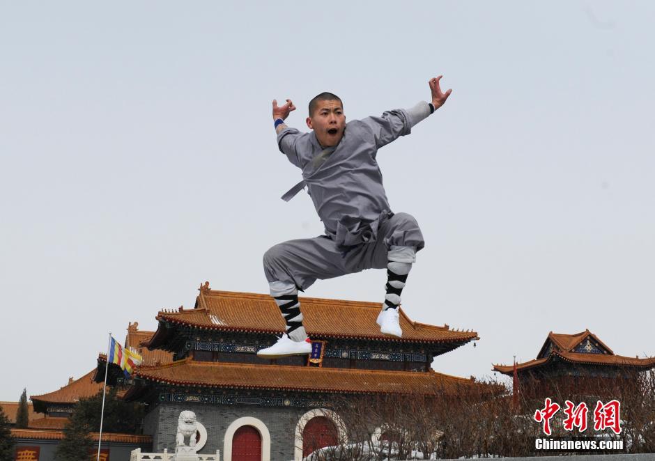 Ảnh đẹp: Võ tăng TQ khoe tuyệt kỹ kung fu Thiếu Lâm - 8