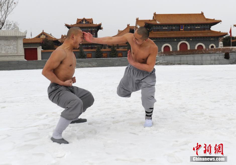 Ảnh đẹp: Võ tăng TQ khoe tuyệt kỹ kung fu Thiếu Lâm - 3