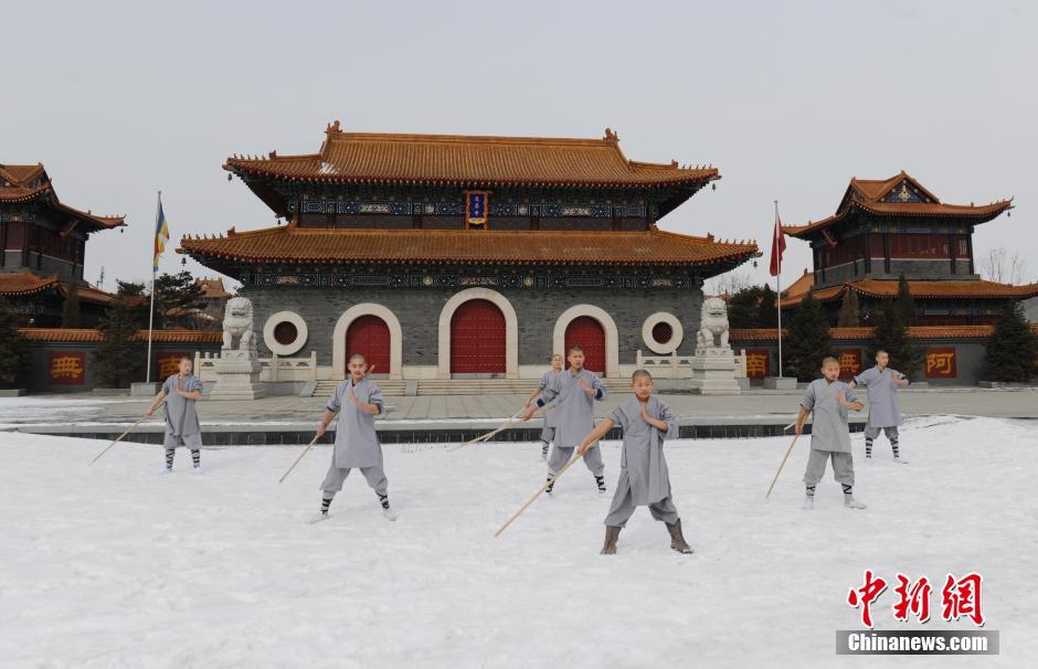 Ảnh đẹp: Võ tăng TQ khoe tuyệt kỹ kung fu Thiếu Lâm - 10
