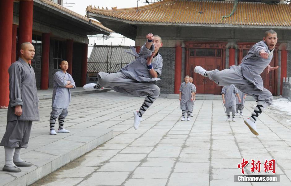 Ảnh đẹp: Võ tăng TQ khoe tuyệt kỹ kung fu Thiếu Lâm - 12