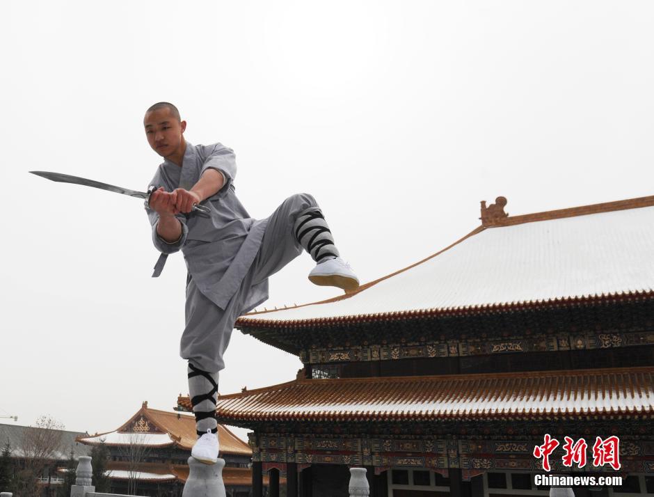 Ảnh đẹp: Võ tăng TQ khoe tuyệt kỹ kung fu Thiếu Lâm - 11