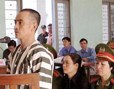 Buổi hỏi cung đầu tiên đối với ông Huỳnh Văn Nén - 1