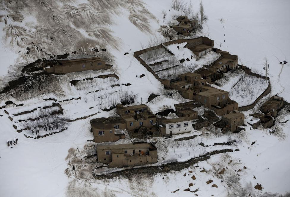 Ảnh: Lở tuyết làm chết hàng trăm người ở Afghanistan - 4
