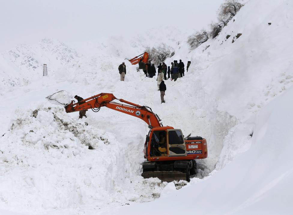 Ảnh: Lở tuyết làm chết hàng trăm người ở Afghanistan - 5