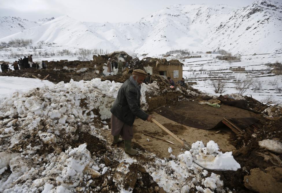 Ảnh: Lở tuyết làm chết hàng trăm người ở Afghanistan - 8