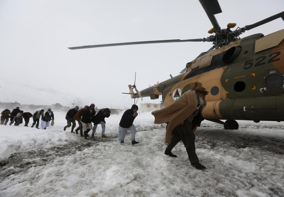 Ảnh: Lở tuyết làm chết hàng trăm người ở Afghanistan - 7