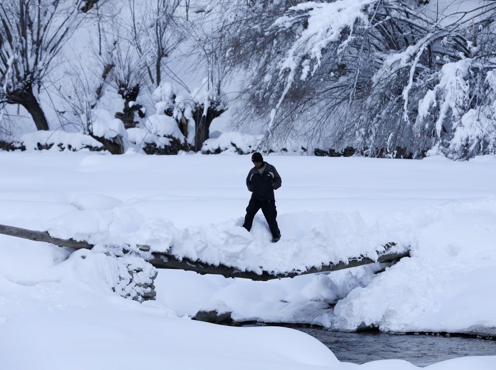 Ảnh: Lở tuyết làm chết hàng trăm người ở Afghanistan - 9