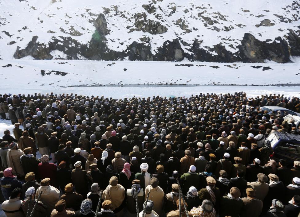 Ảnh: Lở tuyết làm chết hàng trăm người ở Afghanistan - 11