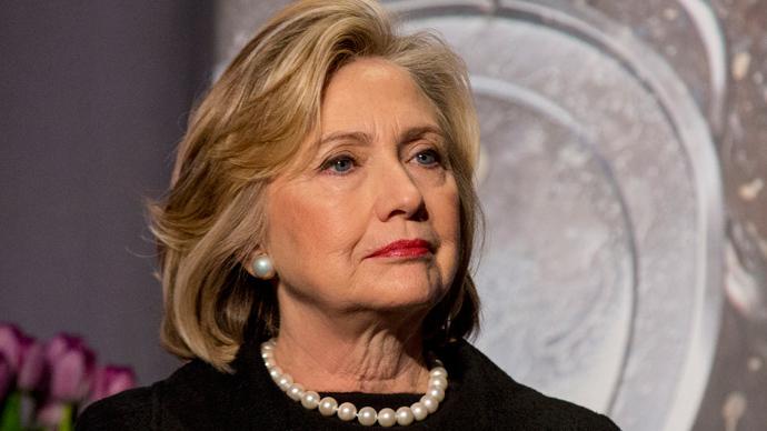 Bà Hillary Clinton âm thầm phạm luật suốt 4 năm? - 1