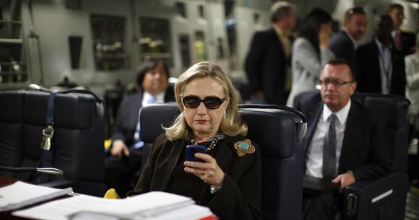 Bà Hillary Clinton âm thầm phạm luật suốt 4 năm? - 2