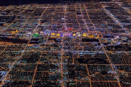 """Ngắm """"thành phố không ngủ"""" Las Vegas từ độ cao 2600 mét - 2"""