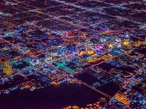 """Ngắm """"thành phố không ngủ"""" Las Vegas từ độ cao 2600 mét - 6"""
