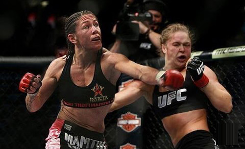 """UFC: """"Kẻ thù"""" của Ronda Rousey K.O đối thủ ở giây 46 - 1"""