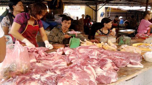 Sát Rằm tháng Giêng: Thực phẩm ế ẩm dù giá giảm - 1
