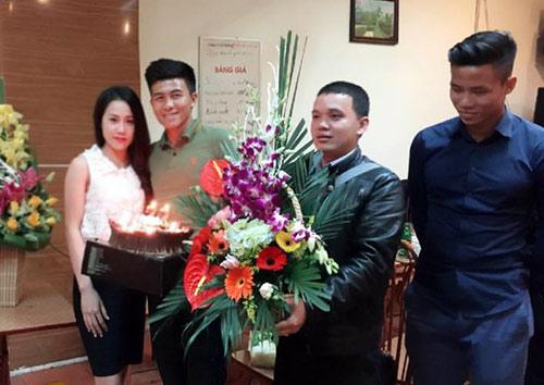 Mạnh Hùng đón sinh nhật bên đàn em Công Phượng ở U23 VN - 5