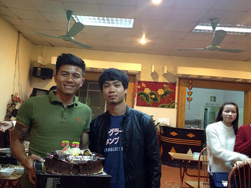 Mạnh Hùng đón sinh nhật bên đàn em Công Phượng ở U23 VN - 8