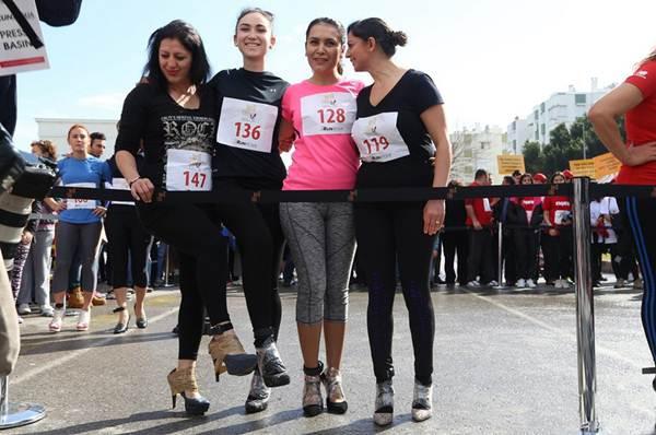Thiếu nữ Thổ Nhĩ Kỳ thích thú chạy đua trên giày cao gót - 3