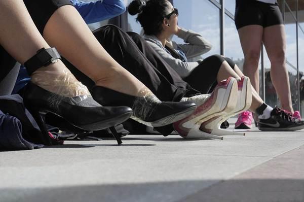Thiếu nữ Thổ Nhĩ Kỳ thích thú chạy đua trên giày cao gót - 6
