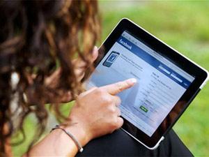 Vợ chồng ghen tuông, đánh nhau... vì Facebook