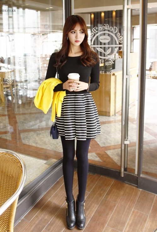 Những mẫu váy công sở trắng đen dễ mặc nhất - 2