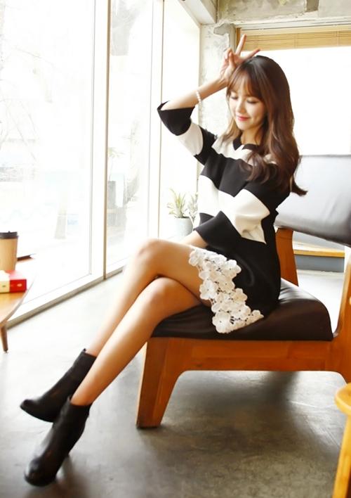 Những mẫu váy công sở trắng đen dễ mặc nhất - 1