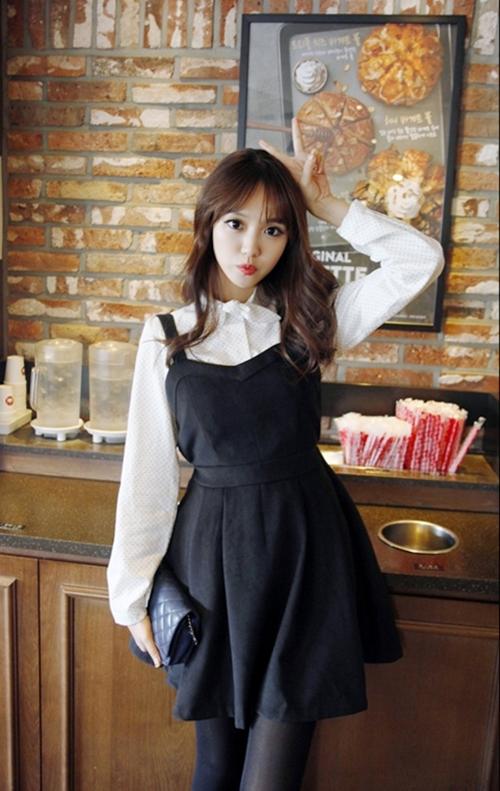 Những mẫu váy công sở trắng đen dễ mặc nhất - 7