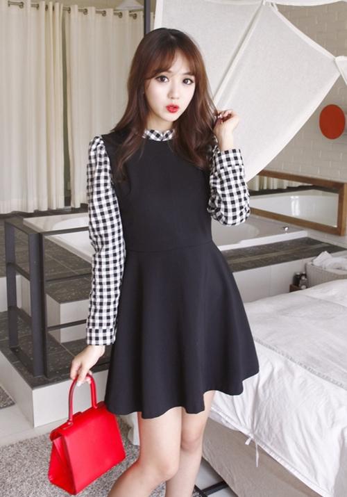 Những mẫu váy công sở trắng đen dễ mặc nhất - 4