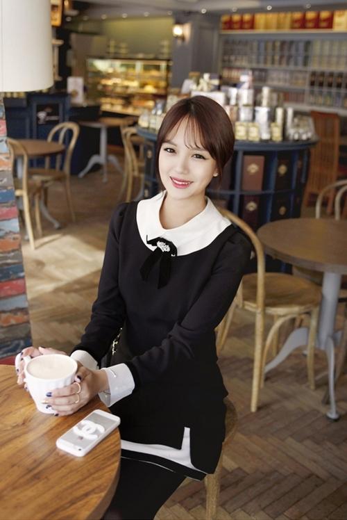 Những mẫu váy công sở trắng đen dễ mặc nhất - 8