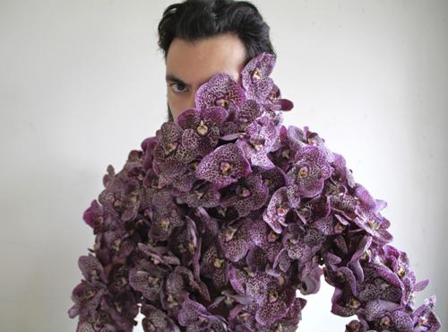 Chiếc váy kết từ hoa salem tại Hà Nội - 5