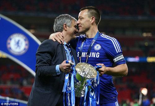 """HLV Mourinho công khai giữ Terry, """"đuổi"""" Petr Cech - 1"""