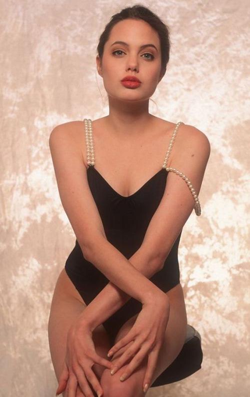 Tiếp tục lộ ảnh khêu gợi tuổi 16 của Angelina Jolie - 10