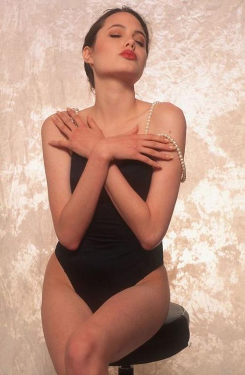 Tiếp tục lộ ảnh khêu gợi tuổi 16 của Angelina Jolie - 3