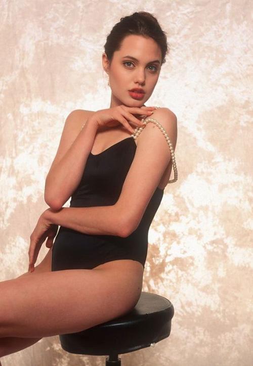 Tiếp tục lộ ảnh khêu gợi tuổi 16 của Angelina Jolie - 8