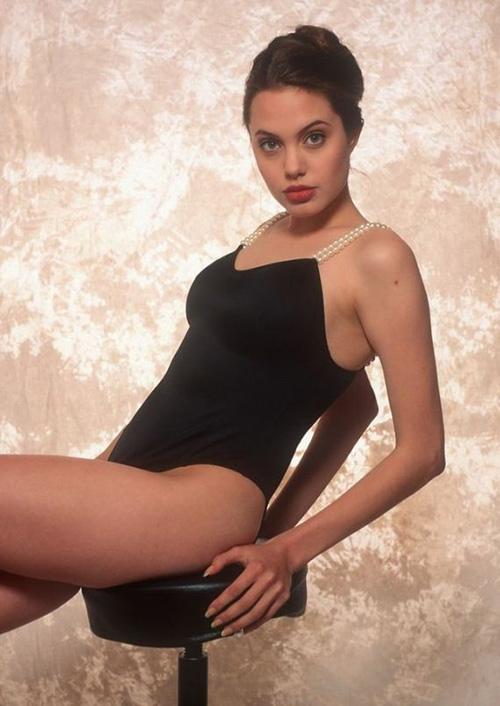 Tiếp tục lộ ảnh khêu gợi tuổi 16 của Angelina Jolie - 4