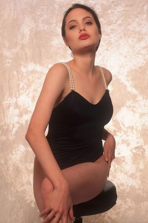 Tiếp tục lộ ảnh khêu gợi tuổi 16 của Angelina Jolie - 9