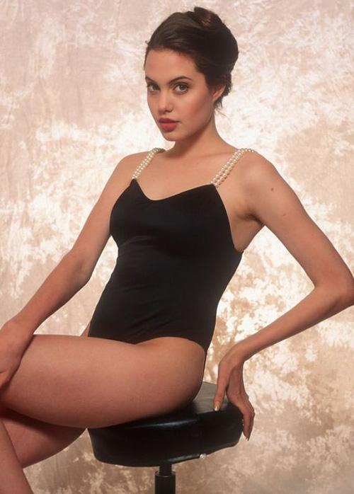 Tiếp tục lộ ảnh khêu gợi tuổi 16 của Angelina Jolie - 11