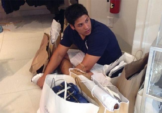 Hài hước với hình ảnh các chàng đợi nàng shopping - 1