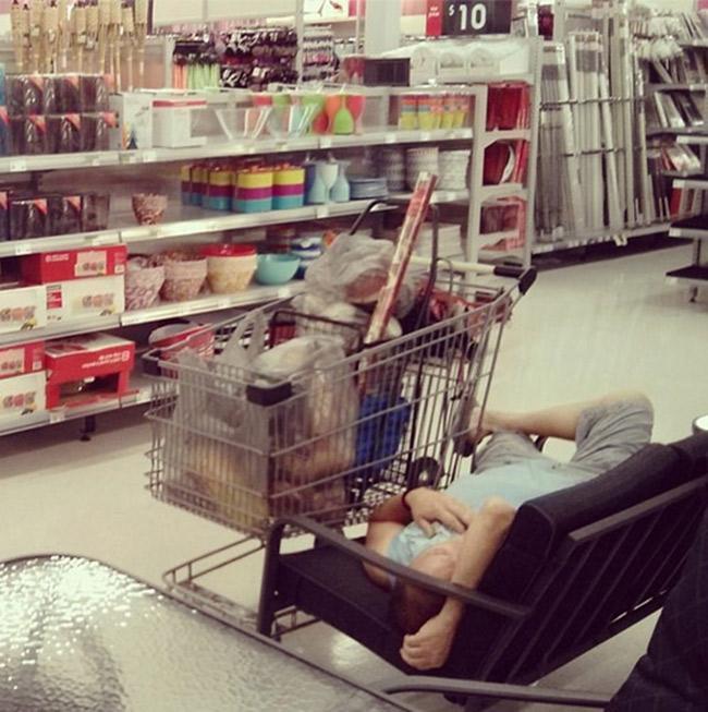 Hài hước với hình ảnh các chàng đợi nàng shopping - 4