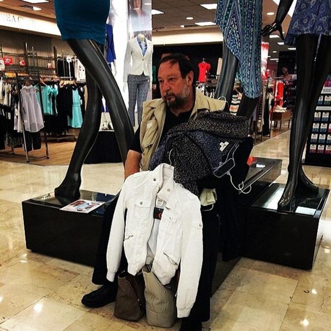 Hài hước với hình ảnh các chàng đợi nàng shopping - 2