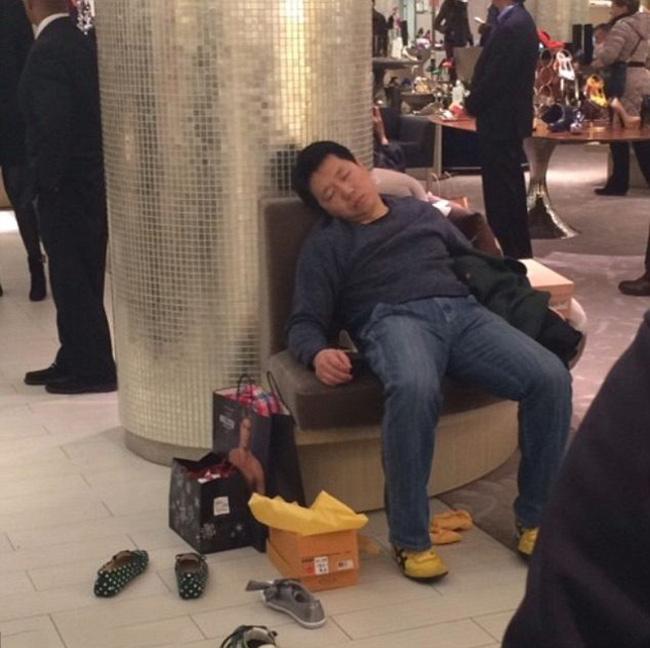 Hài hước với hình ảnh các chàng đợi nàng shopping - 5
