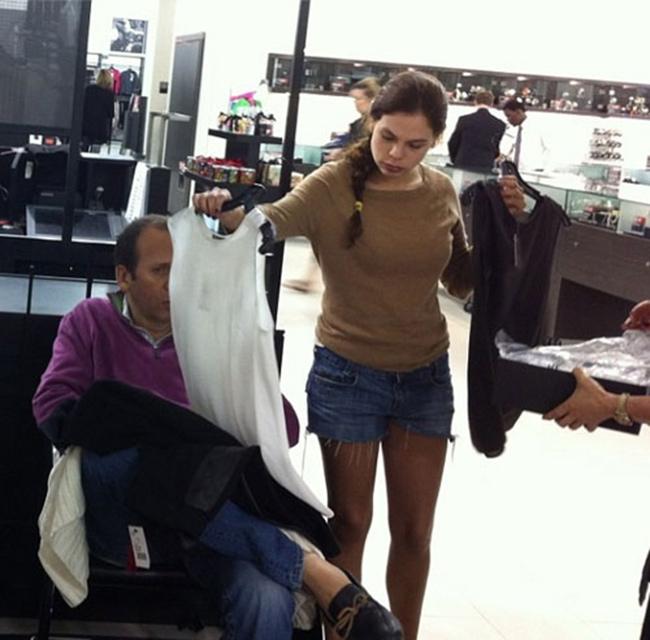 Hài hước với hình ảnh các chàng đợi nàng shopping - 10