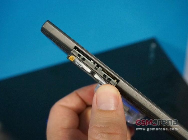 Trên tay smartphone tầm trung BlackBerry Leap - 6