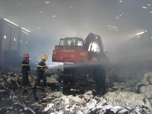 Kho bông 300 tấn cháy thông đêm, hơn 10 tỉ đồng hóa tro - 2