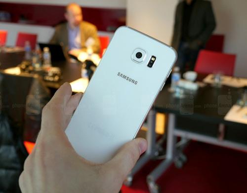 """6 tính năng vàng giúp Galaxy S6 """"ăn đứt"""" iPhone 6 - 4"""