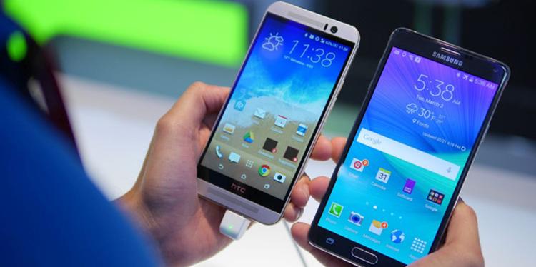 Cả HTC One M9 và Samsung Galaxy Note 4 được trang bị màn hình có kích thước lần lượt là 5-inch và 5.7-inch. Tất nhiên, Note 4 to và khó sử dụng bằng một tay hơn so với M9.