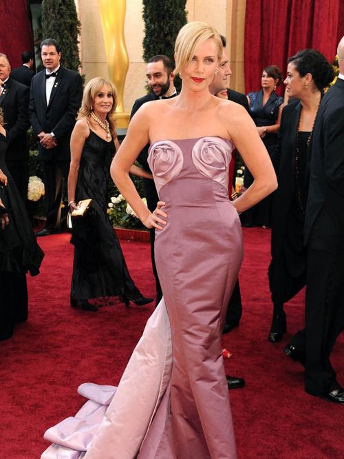 20 bộ váy gây tranh cãi trên thảm đỏ lịch sử Oscar - 5