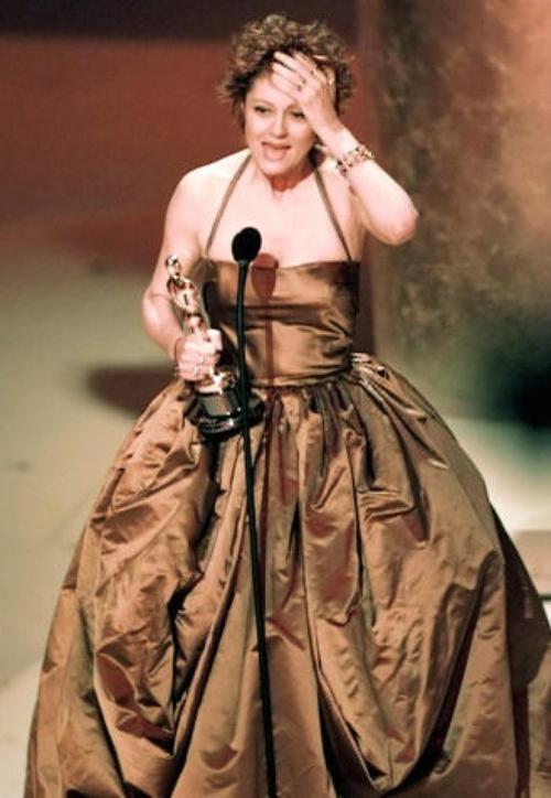 20 bộ váy gây tranh cãi trên thảm đỏ lịch sử Oscar - 7