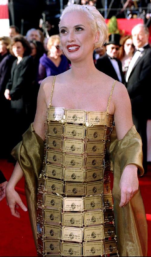 20 bộ váy gây tranh cãi trên thảm đỏ lịch sử Oscar - 13